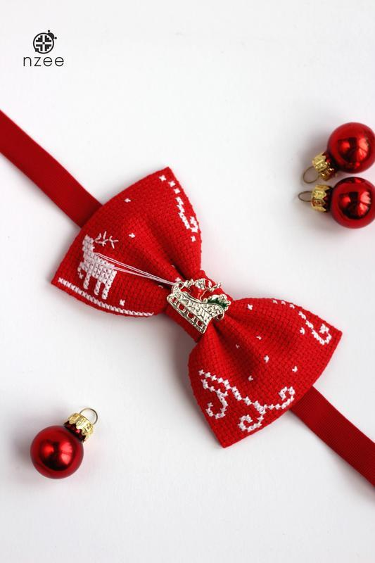 "Вышитая галстук-бабочка ""Christmas magic"""