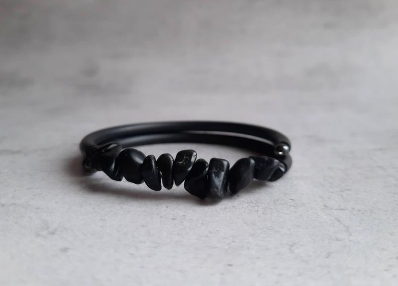 Браслет с натуральным черным агатом. Стильный браслет. Подарок.