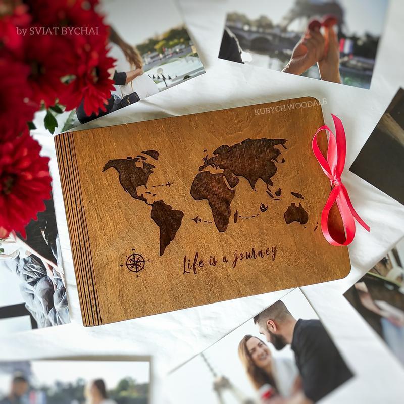 Фотоальбом из дерева с картой мира - подарок путешествиннику. Деревянная карта мира на обложке