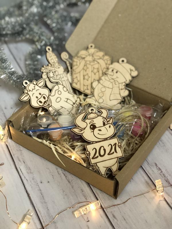 Новогодний набор-раскраска для деток с ёлочными игрушками из 5 шт + краски