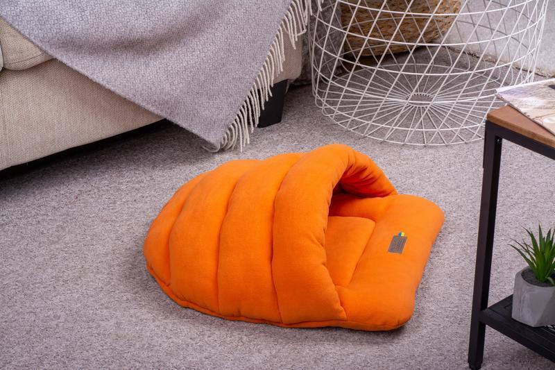 Лежак (спальне місце) для котів і собак Pets Lounge Slipper Orange, 50х45 см