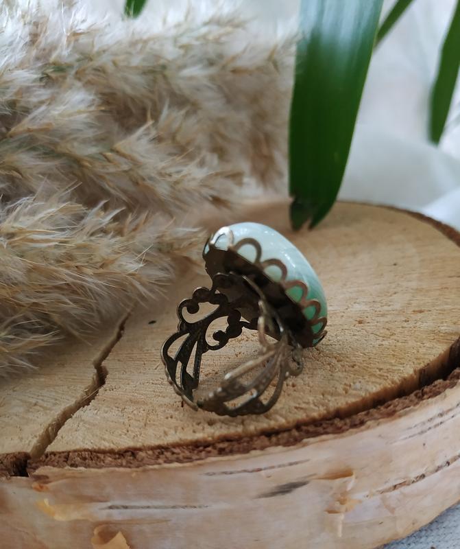 Кольцо латунное с натуральным зеленым агатом ′Агатовый цветок′