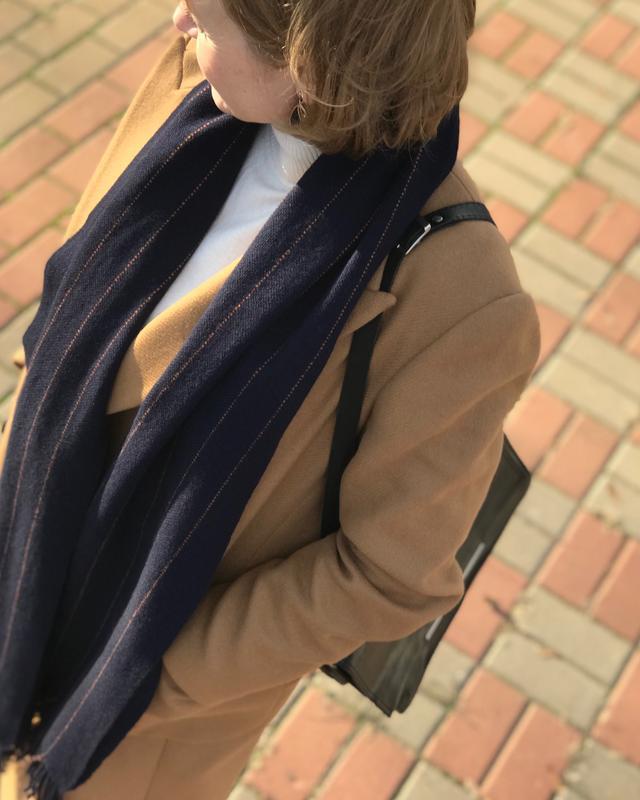Темно-синий тканый шарф в полоску
