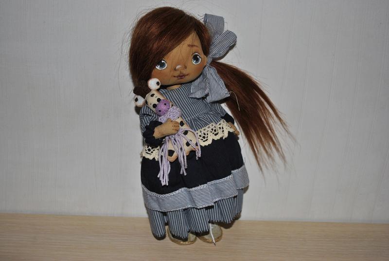 Кукла текстильная в съемной одежде и натуральными волосами