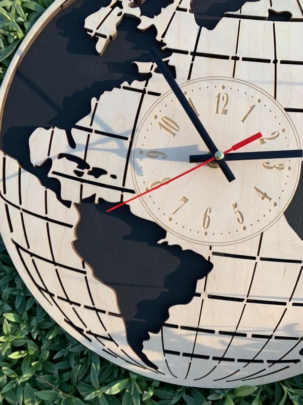Дерев'яні настінні годинники Планета