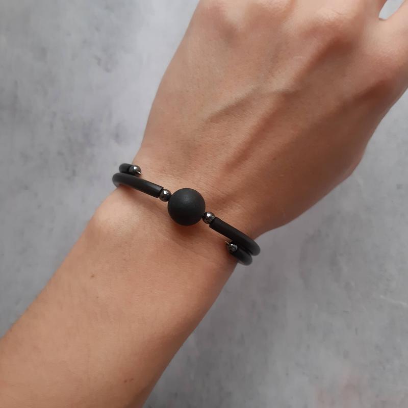 Черный браслет в стиле минимализм с бусиной шунгита. Браслеты с натуральными камнями. Подарок.