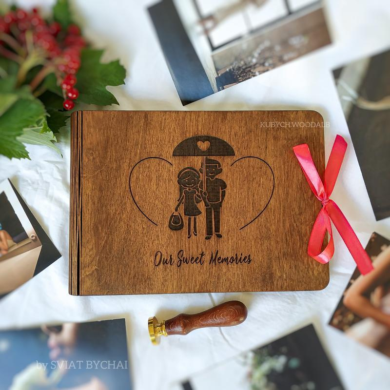 Деревянный фотоальбом - подарок девушке, парню. Альбом из дерева для фотографий мужу, жене на годов