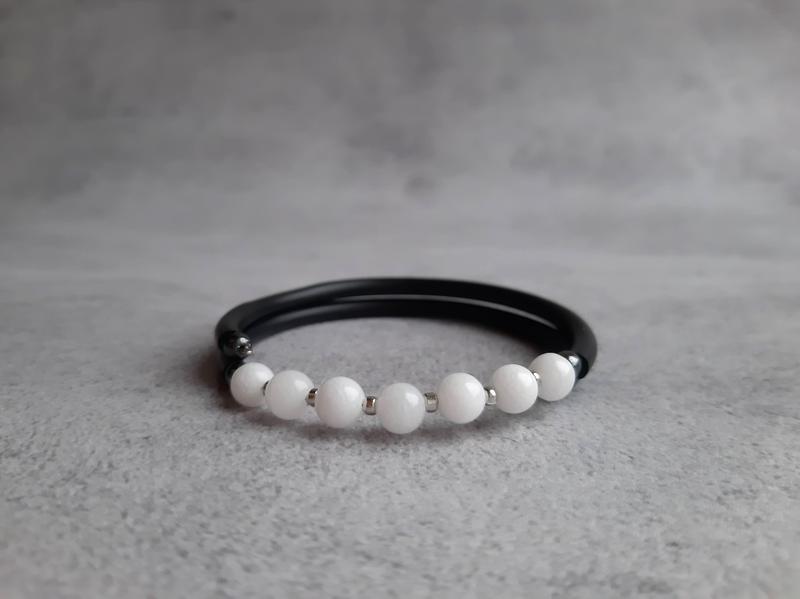 Женский браслет с белым нефритом. Браслет с натуральными камнями. Подарок браслет.