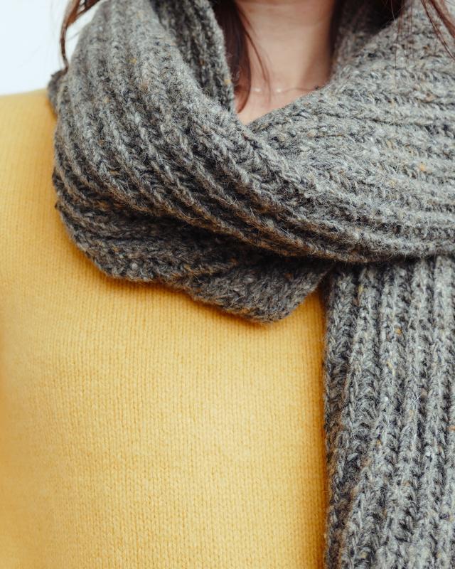 Твидовый шарф английской резинкой