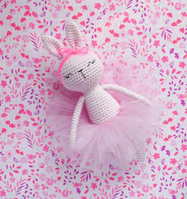 Вязаная игрушка нежно-розовый зайчик. Мягкая игрушка для сна и игры. Подарок новорожденному.