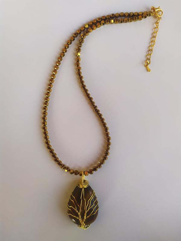 Ожерелье из золотого гематита с кулоном