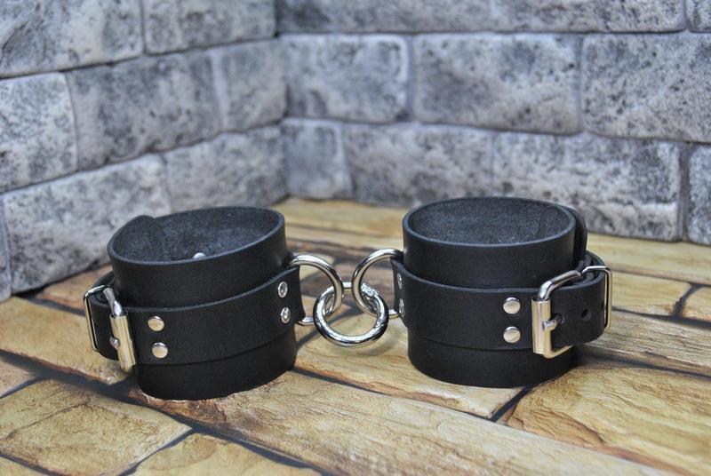 Кожаные наручники для пары NR01-0