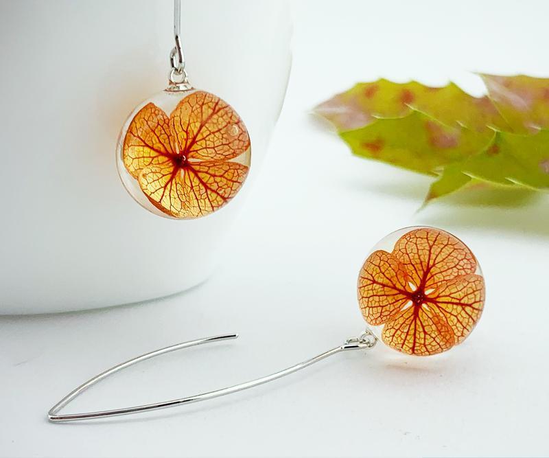 Огненные серьги с цветами гортензии Оранжевые цветы Подарок девушке (модель № 2698) Glassy Flowers