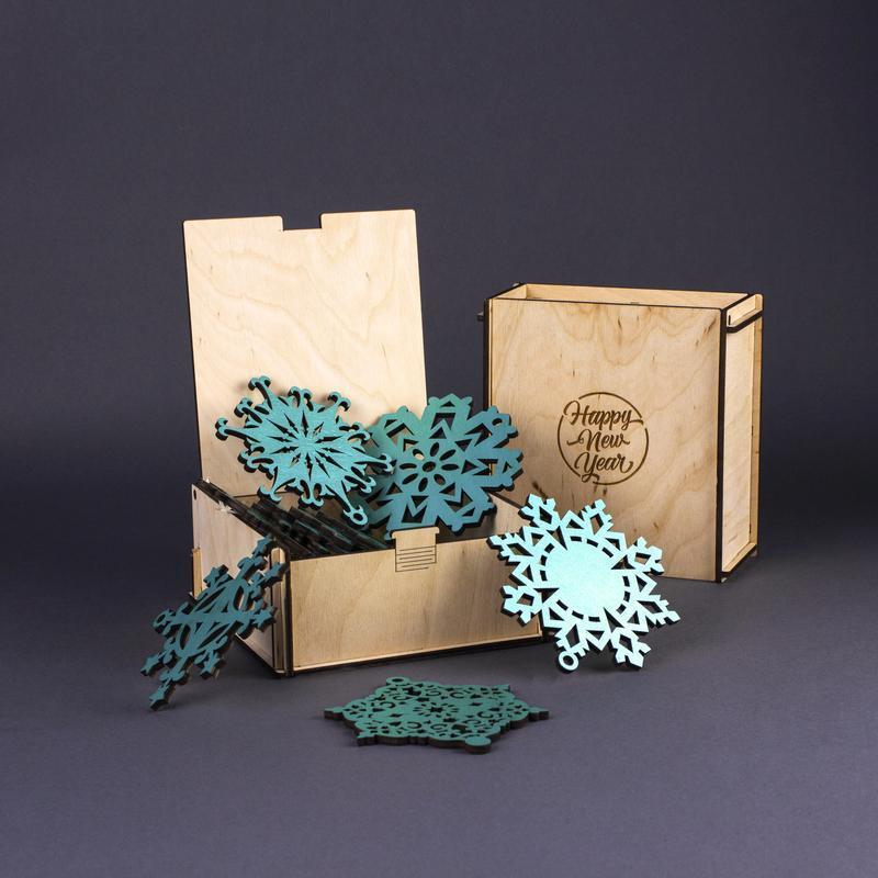 Подарочный набор деревянных елочных игрушек Снежинки (10 шт.) — Бирюзовый