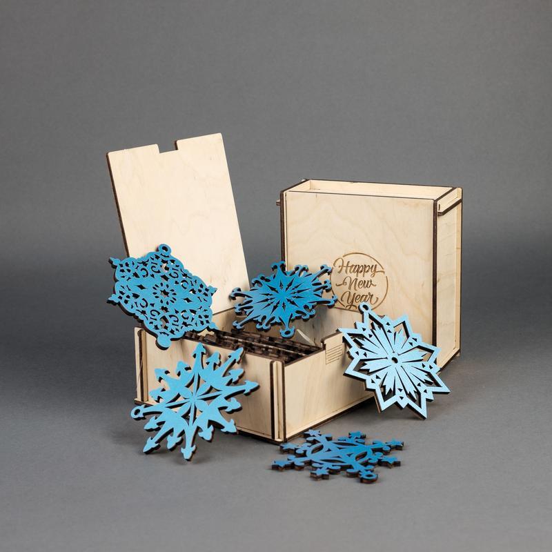 Подарочный набор деревянных елочных игрушек Снежинки (10 шт.) — Синий