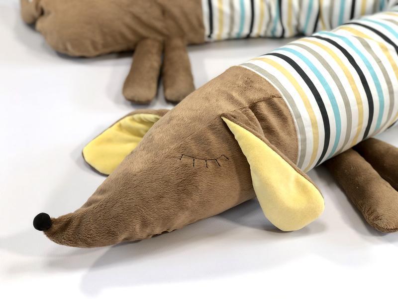 """Защита в детскую кроватку Детская подушка-валик """"Собачка-сплюшка"""", коричневая в полоску"""