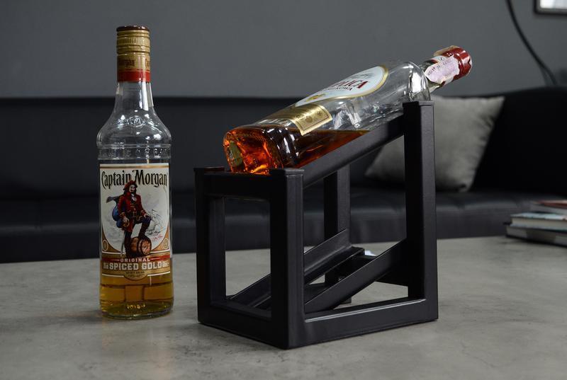 Металлическая подставка для винных бутылок. Подставка под виски.