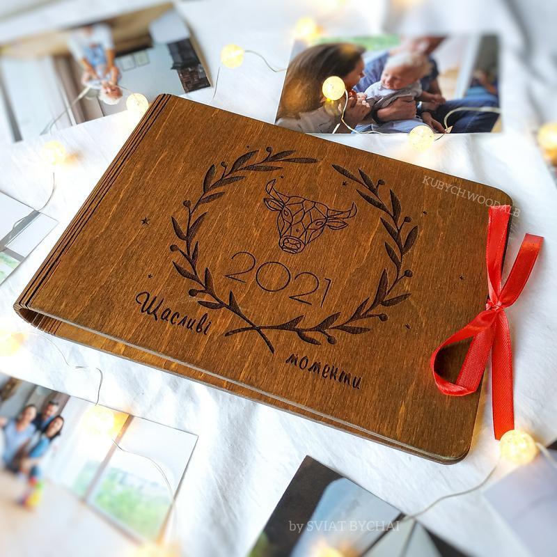 Новогодний фотоальбом из дерева с гравировкой быка - символ 2021 года   подарок на новый год