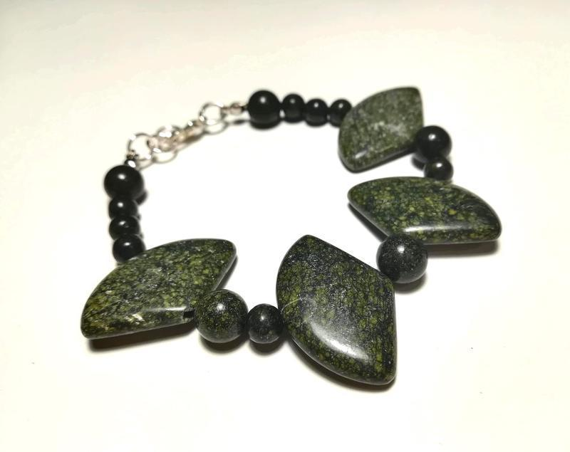 Браслет из Змеевика (Серпентин) натуральный камень, цвет зеленый и его оттенки \ Sb - 0077