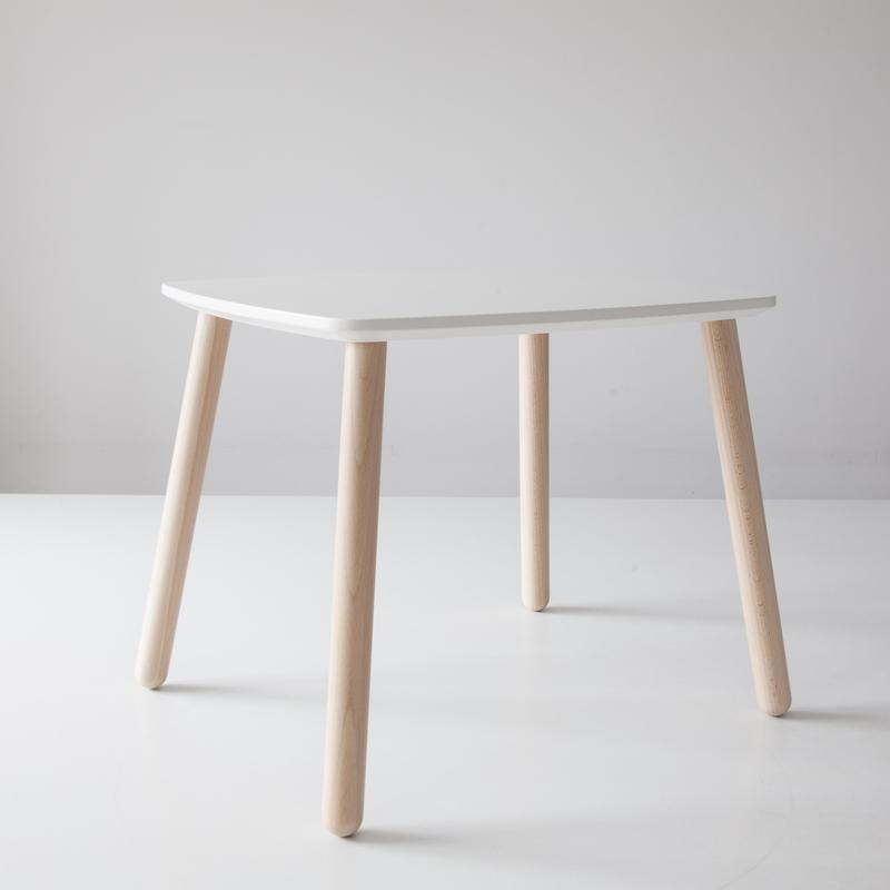 Деревянный детский стол
