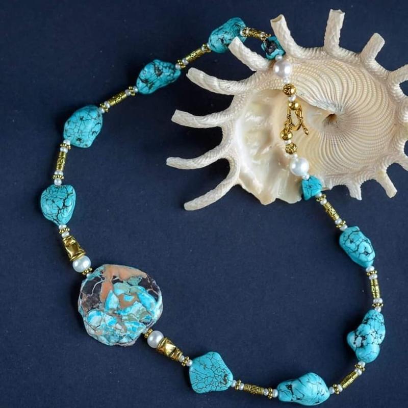 """Авторское ожерелье из бирюзы,варисцита и белой майорикой в позолоте """"Голубая Лагуна"""""""