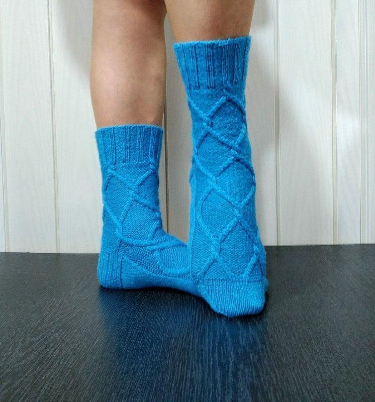 Женские вязаные носки из полушерстяной пряжи