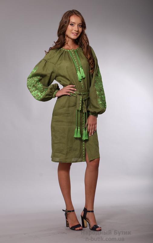 Женское вышитое платье в стиле