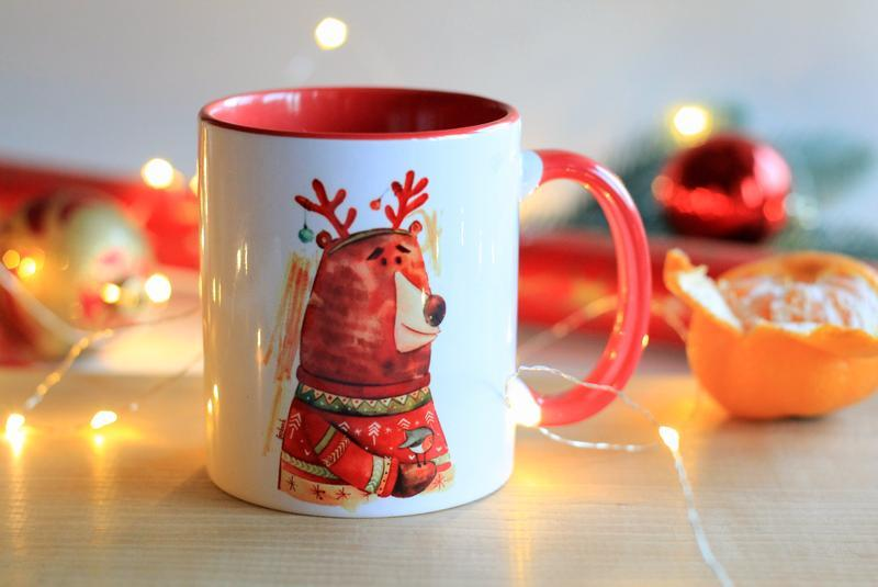 Чашки с новогодними иллюстрациями