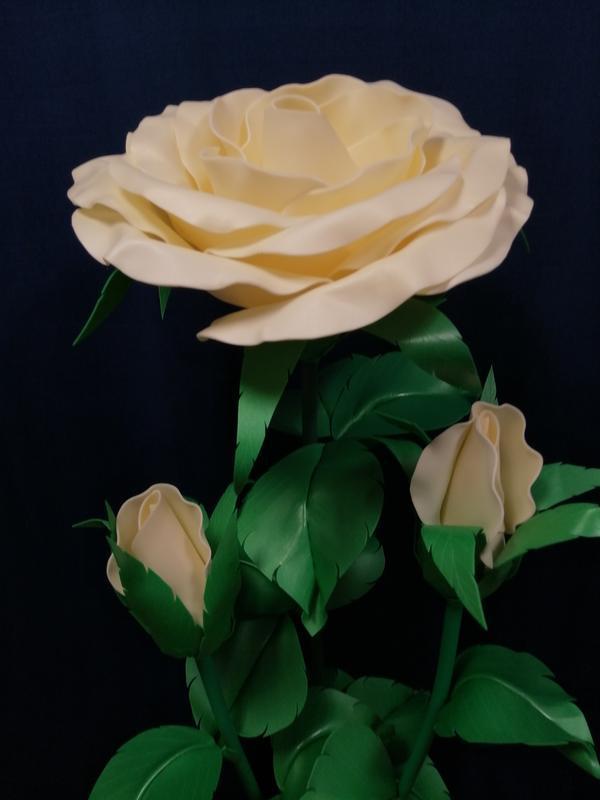 """Светильник """"Роза с бутонами"""" цвета крем-айвори (лампа - теплый свет)"""