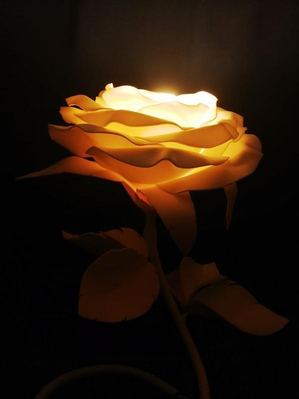 Светильник - Белая роза (лампа – теплый свет)