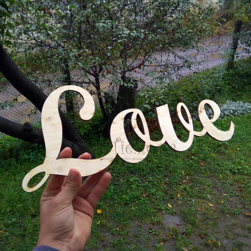 """Надпись """"Love"""" из дерева"""