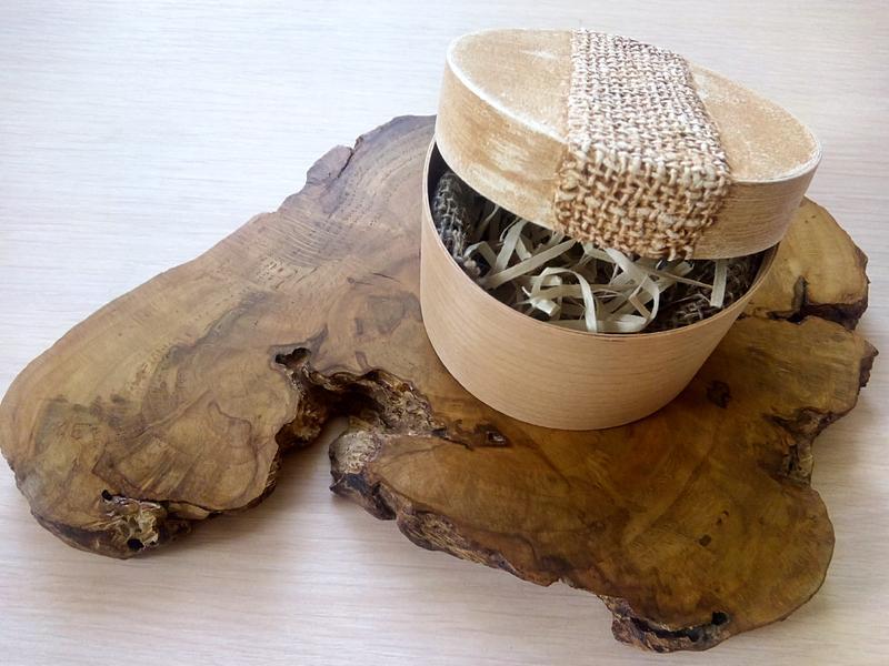 Оригінальний подарунок - блакитний кулон з смоли і деревини дубового капа, підвіска ручної роботи