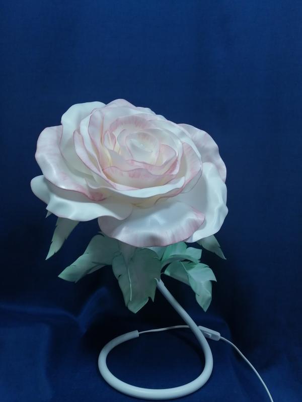 Светильник - Зефирная роза. Подарок особенный. (Лампа - тёплый свет.)