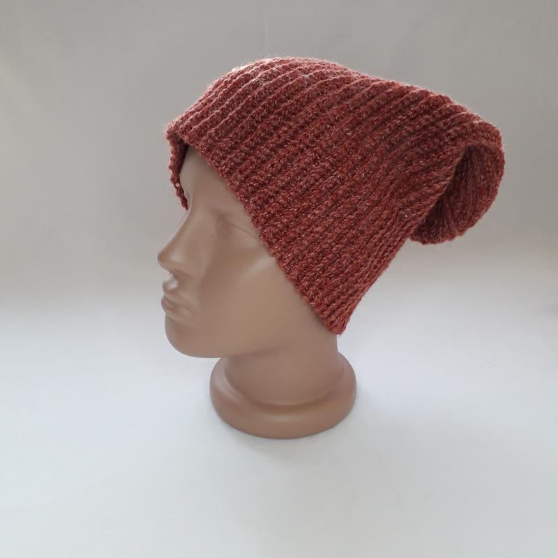 Шапка вязаная крючком. Красная вязаная шапка Бини. Тёплая зимняя шапка.