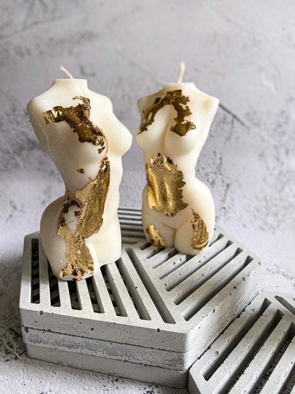 Соевые свечи в виде женской фигура и мужской фигуры , покрытые поталью