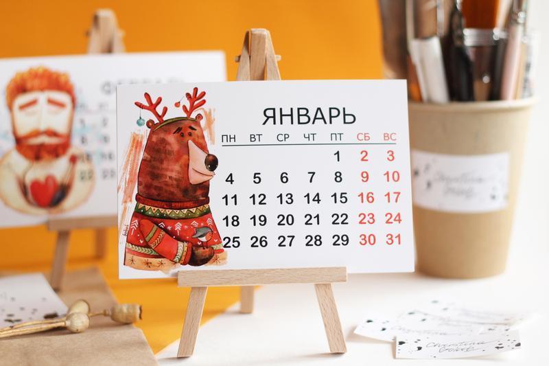 Настольный календарь на треноге с авторскими иллюстрациями