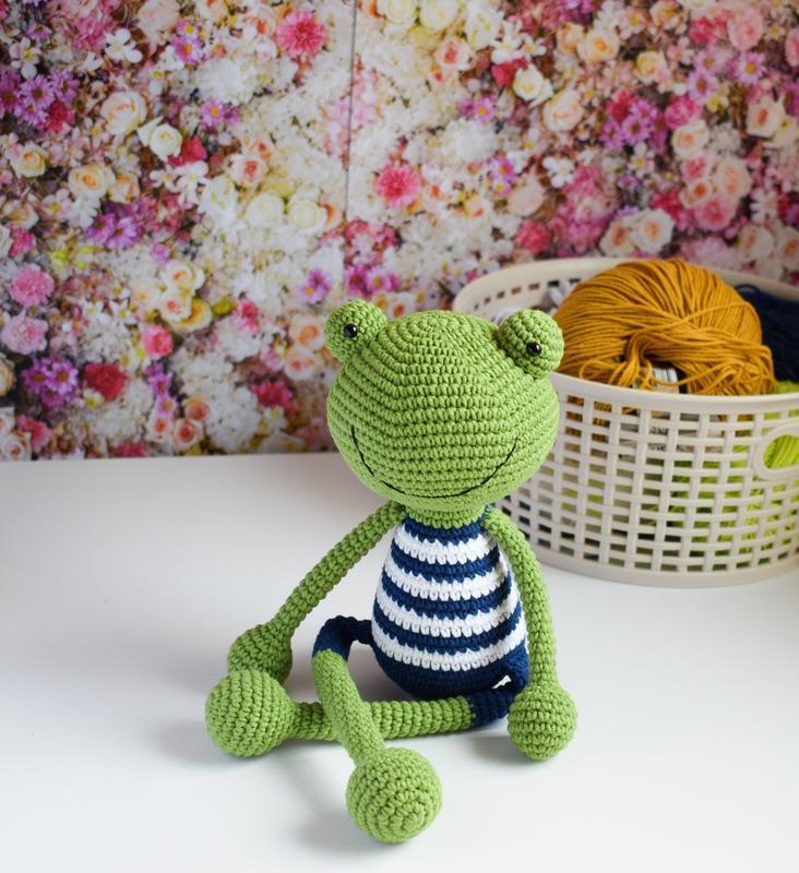 Вязаный лягушонок. Эко- игрушка. Подарок новорожденному. Интерьерная игрушка. Подарок
