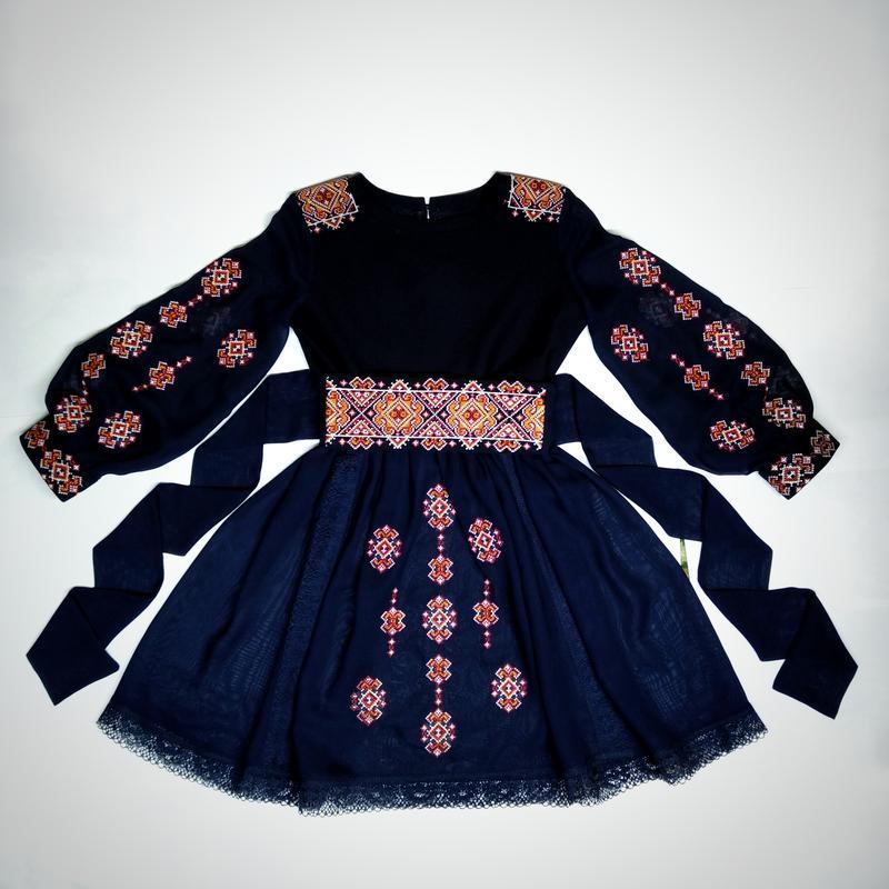 Сукня з вишивкою для дівчинки