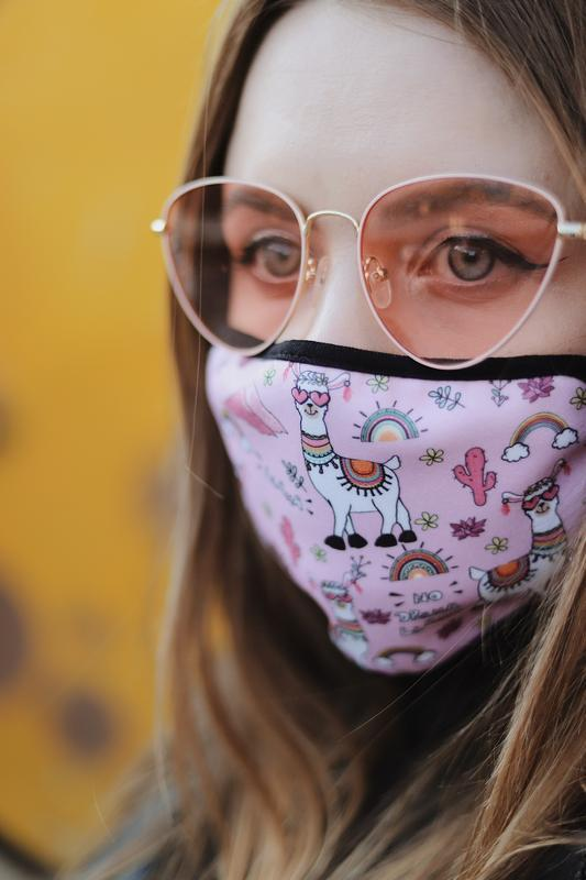 Рожева жіноча маска з Ламою. No drama LLama