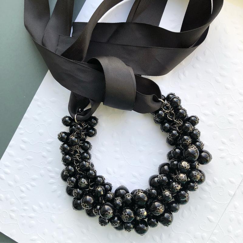 Колье из жемчуга черного цвета