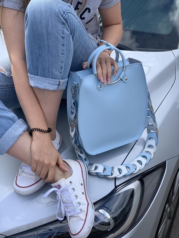 """Женская сумка """"Мальва"""" на плечо из натуральной кожи белого цвета с оригинальным ремнём"""