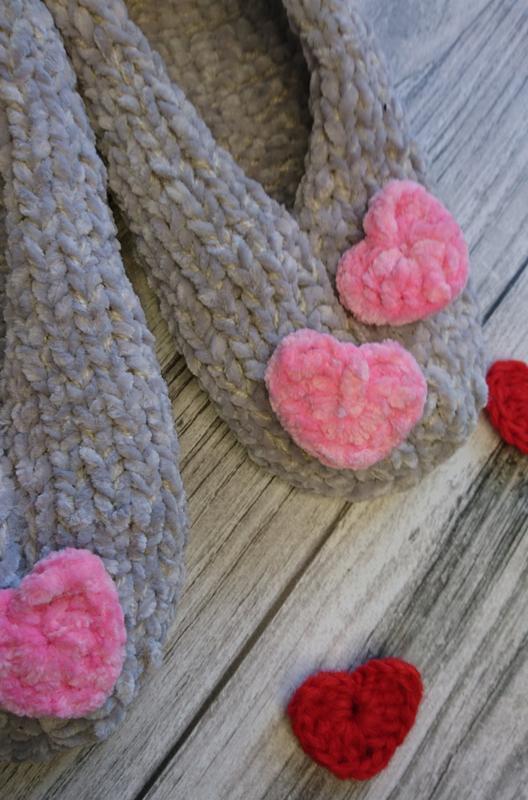 Вязаные женские тапочки - идея для подарка