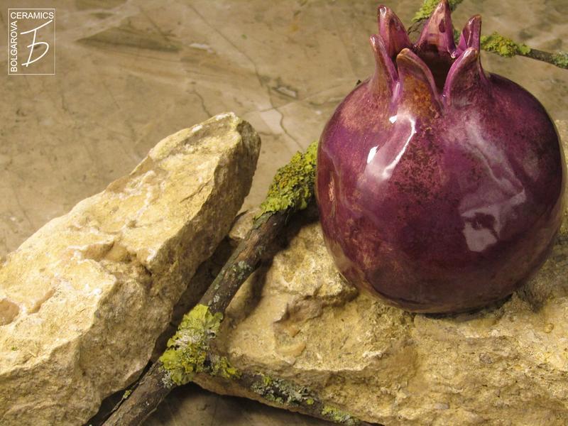 Сувенир гранат фиолетовый керамический ручная работа