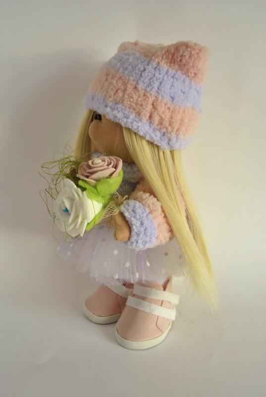 Кукла Тильда в шапке с висячим помпоном