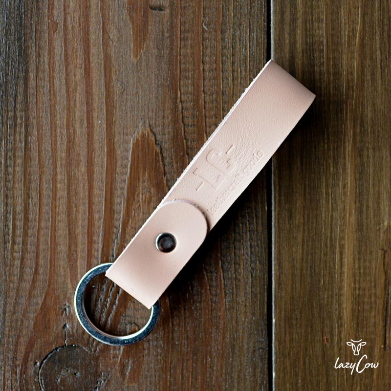 Брелок для ключей из натуральной кожи цвета пудра