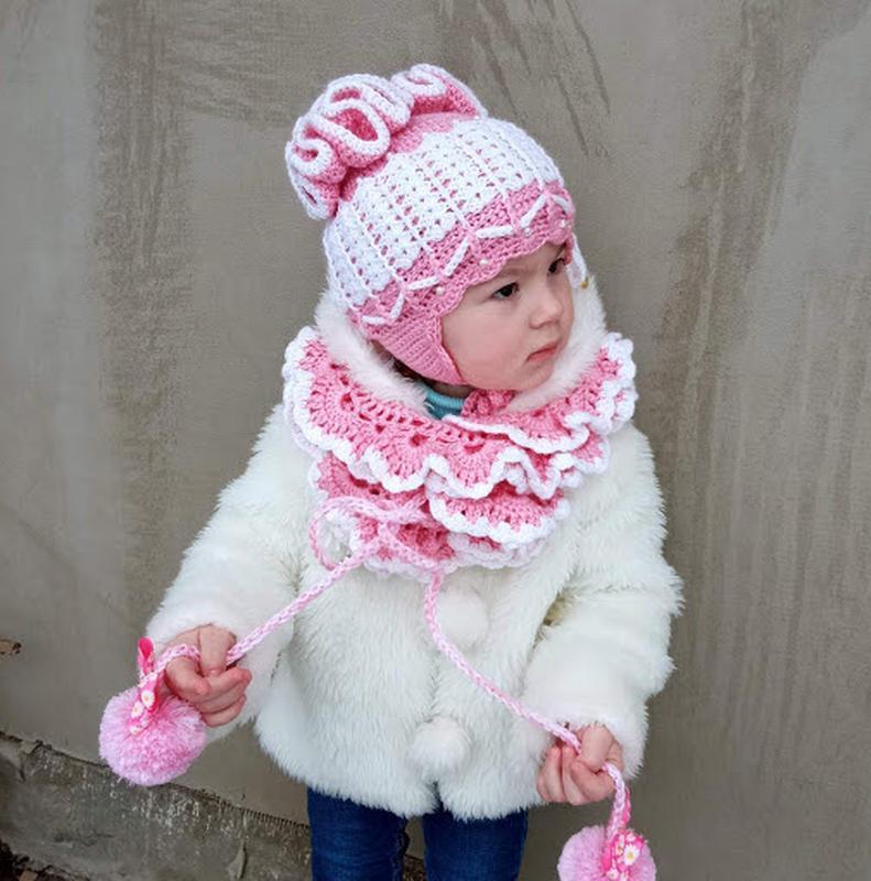 В′язана напіввовняна шапка та шарф.