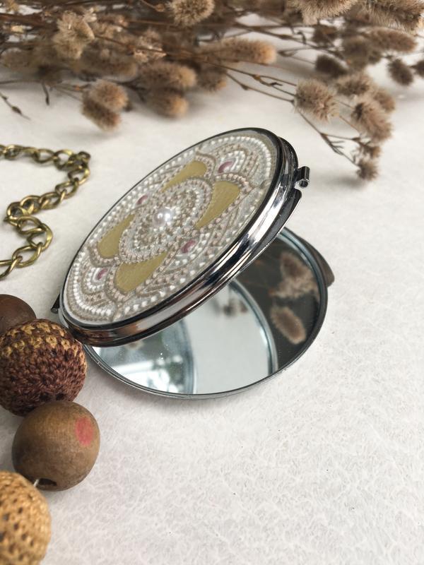 Карманное зеркало. Косметическое зеркало с росписью. Зеркало с мандалой.