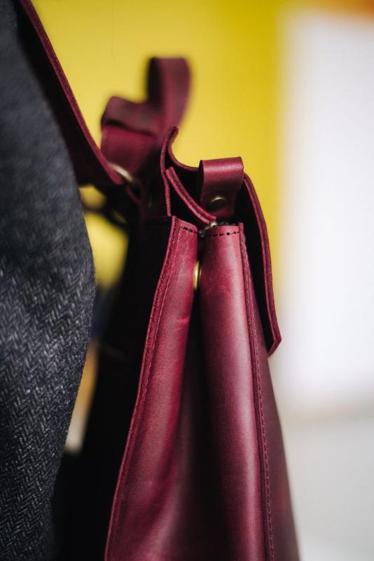 Мінімалістичний жіночий рюкзак  з натуральної вінтажної шкіри бордового коль