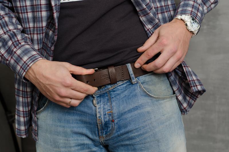 Кожаный мужской ремень. Ремень джинсовый широкий. Ремень с гравировкой. Кожаный ремень