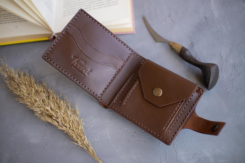 Мужской кожаный кошелек с монетницей ручной работы с тиснением инициалов (гравировкой)